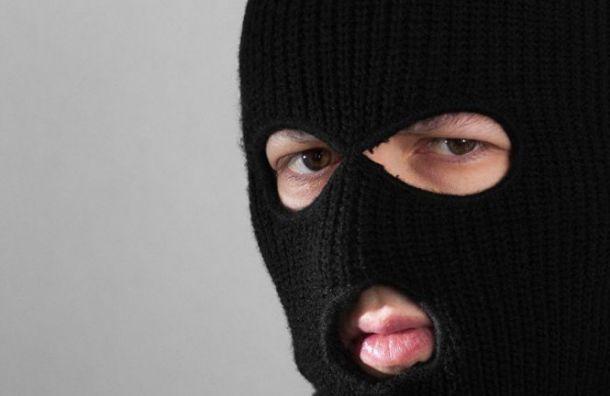 Неизвестные в масках посреди дня забрали 15 млн у бизнесмена на Краснопутиловской