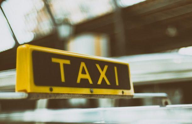 Машина такси совершила наезд на велосипедиста на пешеходном переходе