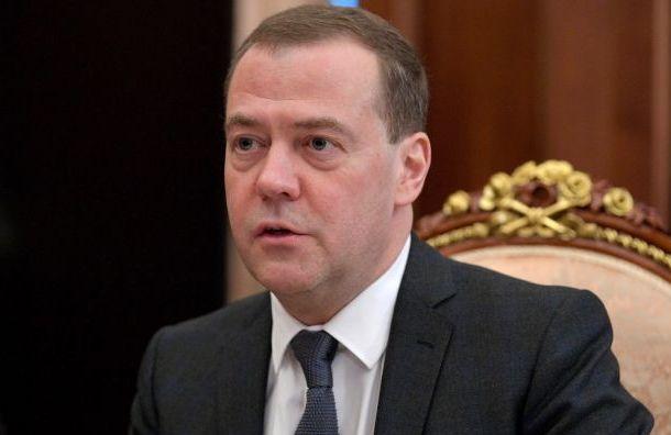Медведев поздравил в Санкт-Петербурге Беглова с победой на выборах