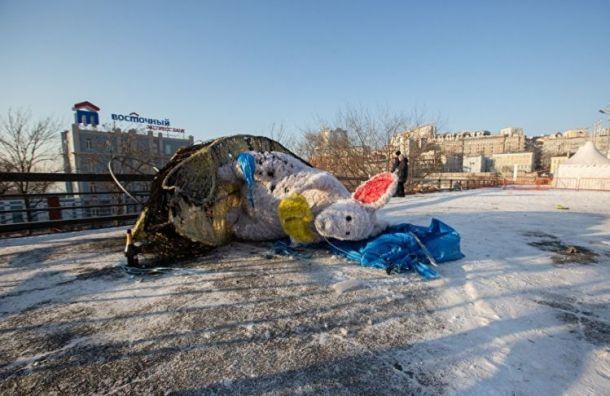 Во Владивостоке сгорел символ года — огромная мышь стоимостью 700 тыс. руб.