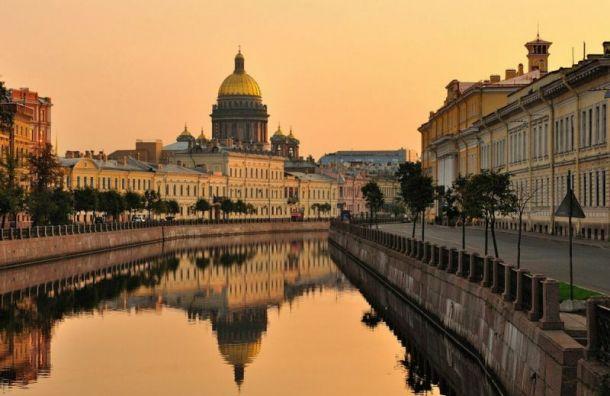 Беглов попросил людей не приезжать в Санкт-Петербург