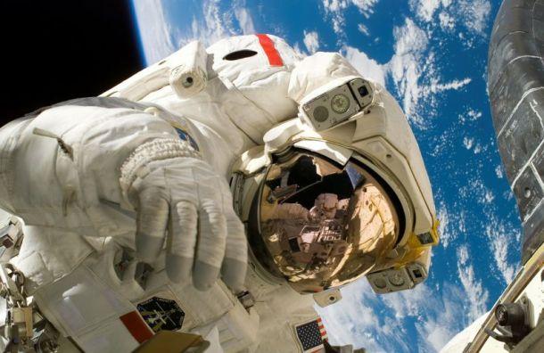 Депутатов петербургского Зак. собрания поздравили космонавты