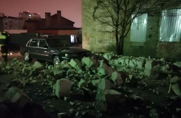 Ураганная ночь в Санкт-Петербурге устроила почти 100 происшествий