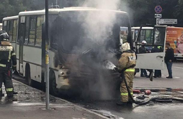 Маршрутка загорелась на станции метро «Московская»