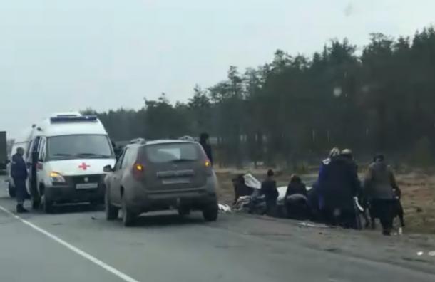 Трех человек зажало в салоне машины после ДТП на «Скандинавии»