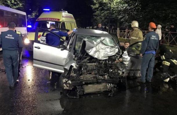 Два человека пострадали в «пьяном» ДТП с автобусом в Гатчине