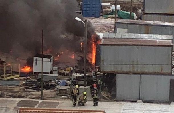 Бытовки в ЖК «Новоорловский» загорелись после взрыва газа