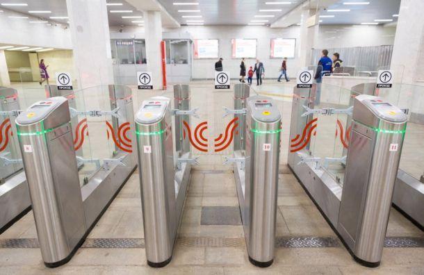 Метрополитен объяснил, почему иногда турникет не пускает по проездным
