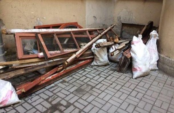Петербургские дома теряют окна со старинной расстекловкой