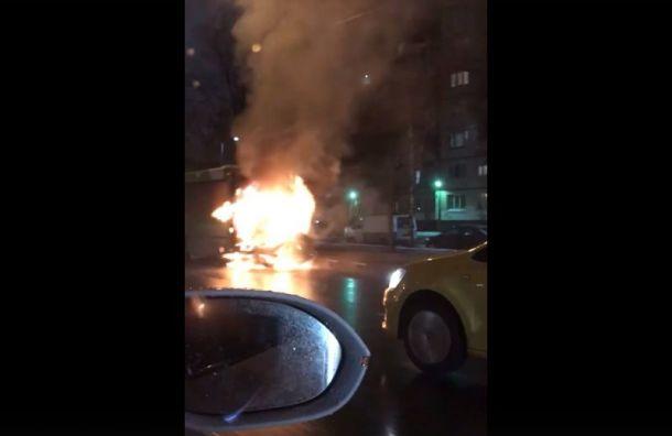 Автобус горит на ул. Сизова