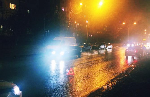 Пожилая женщина попала под машину на Планерной ул.