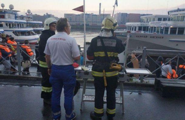 Стали известны возможные причины пожара на теплоходе в Санкт-Петербурге