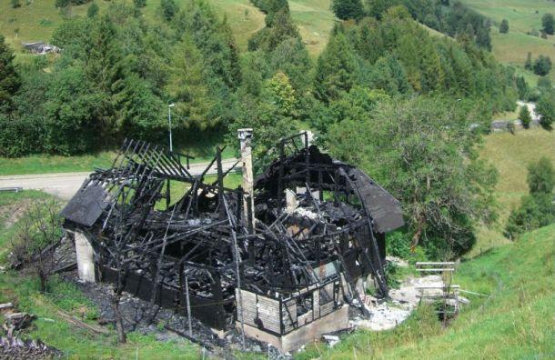 Одноэтажный дом сгорел в Левашово
