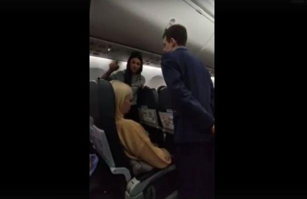 Буйную пассажирку сняли с рейса Санкт-Петербург — Сочи