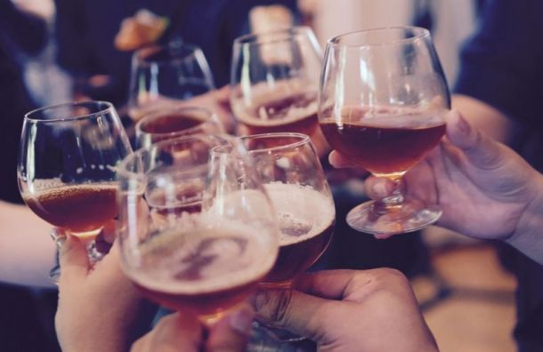 Россияне готовы потратить 3,7 тысяч руб. на алкоголь к Новому году