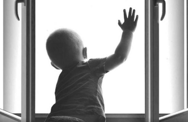 Двухлетний мальчик выпал из окна и разбился насмерть
