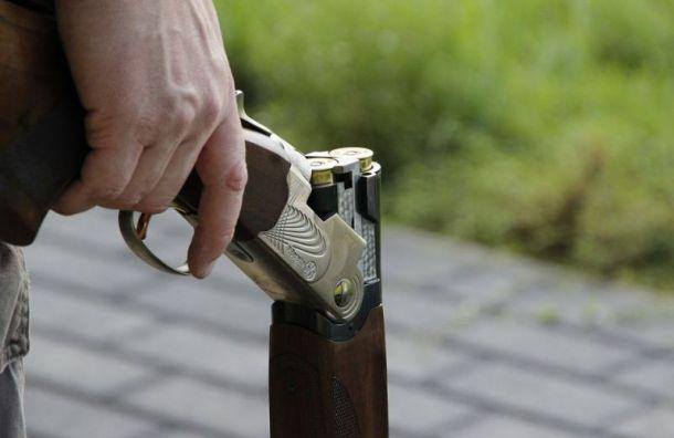 Директор строительной фирмы 9 мая открыл с балкона стрельбу из ружья