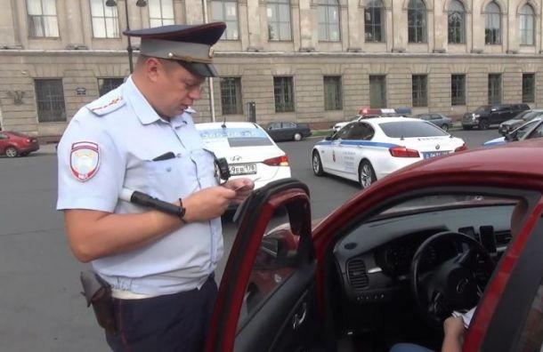 Полиция проверила работу сотни таксистов в центре Санкт-Петербурга