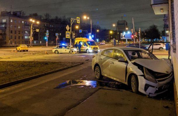 Два человека пострадали в ДТП с каршерингом на ул. Ленсовета