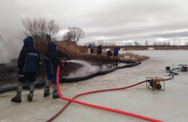 Свыше 5,5 тонн нефтепродуктов откачали из Славянки после ДТП с бензовозом