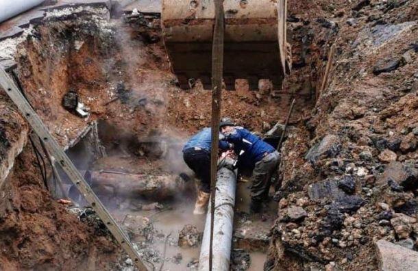 Свыше 30 домов попали в зону аварии на теплосети у метро «Выборгская»