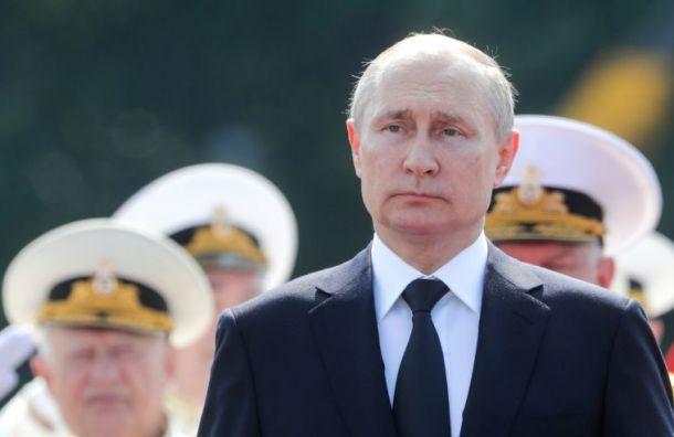Путин на параде ВМФ напомнил о подвиге погибших подводников