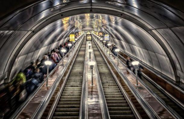 Петербуржцев стали предупреждать о коронавирусе в метро