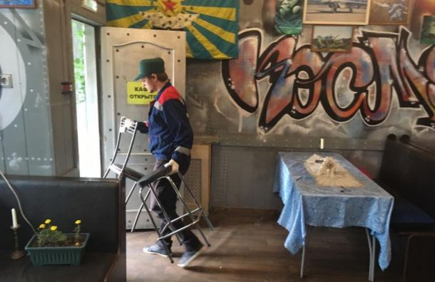 Смольный выселил несколько незаконных кафе в трех районах города