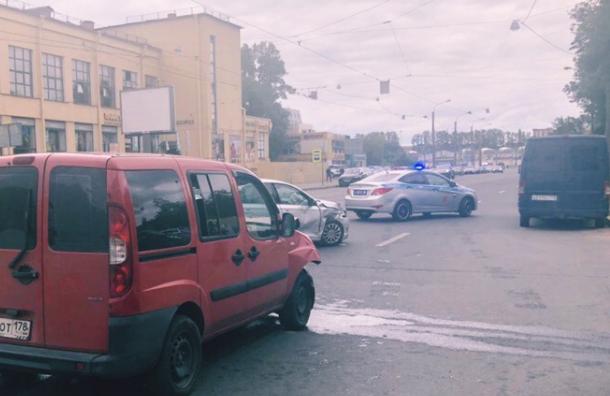 Двое детей пострадали в аварии на Гренадерской ул.