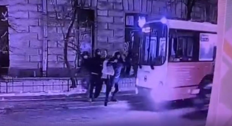 Задержан один из хулиганов, устроивших дебош в автобусе на Чкаловском проспекте