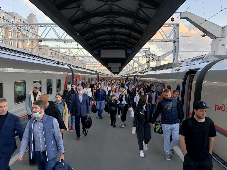 РЖД запустит дополнительные поезда между Москвой и Петербургом на майские праздники