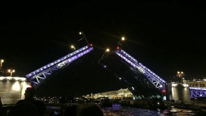 «Поющие мосты» в Петербурге разведут под композиции Виктора Цоя