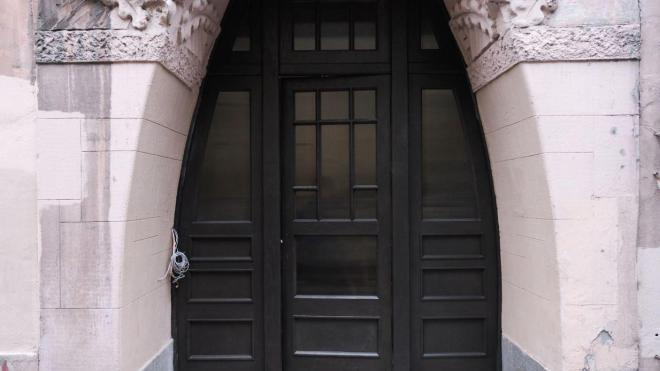 В доходном доме Эрлиха и Эттингера восстановили утраченную историческую дверь