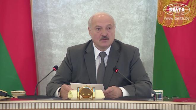 Макрон считает, что Лукашенко должен уйти с поста президента