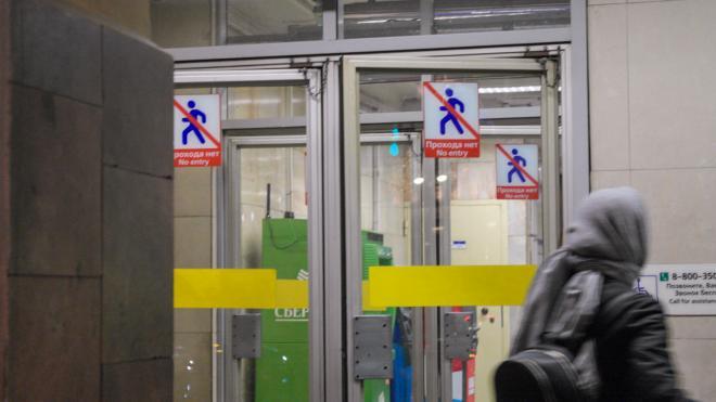 В Петербурге вестибюль «Маяковской» закрыли на капремонт