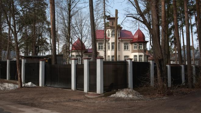 Дачу Гербиха в Сестрорецке выставили на аукцион за 52,5 млн рублей рублей
