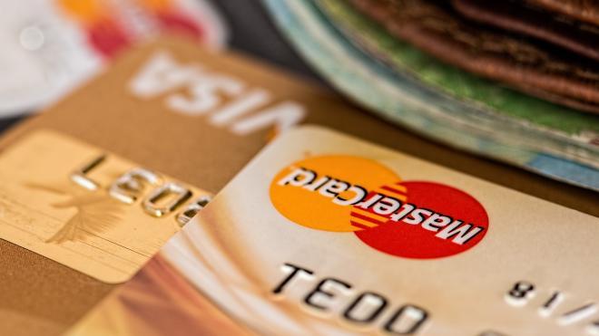 У петербургского майора изъяли 360 кредитных карт