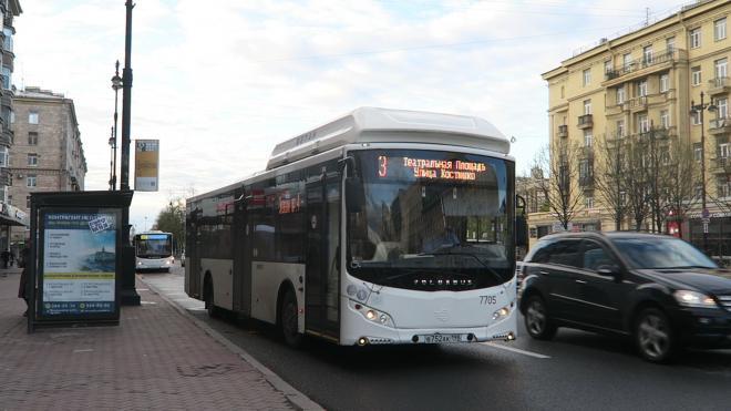 Смольный продлил договоры с петербургскими автобусными перевозчиками