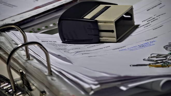 Главный инженер похитил 260 тысяч рублей по фиктивным договорам о курьерских услугах