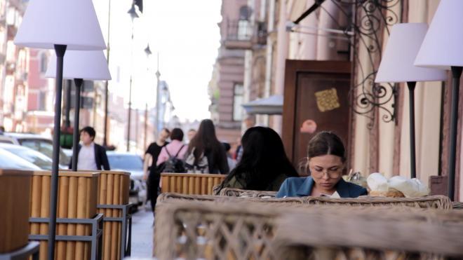 Более 200 летних кафе получили разрешения на работу по упрощённой схеме