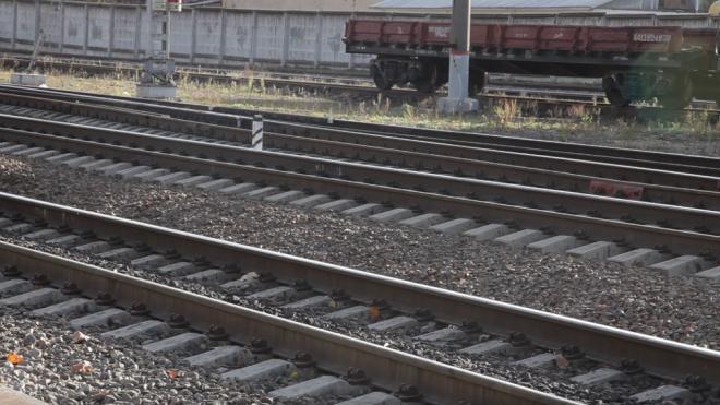 Поезд сбил человека на станции Дивенская в Ленобласти