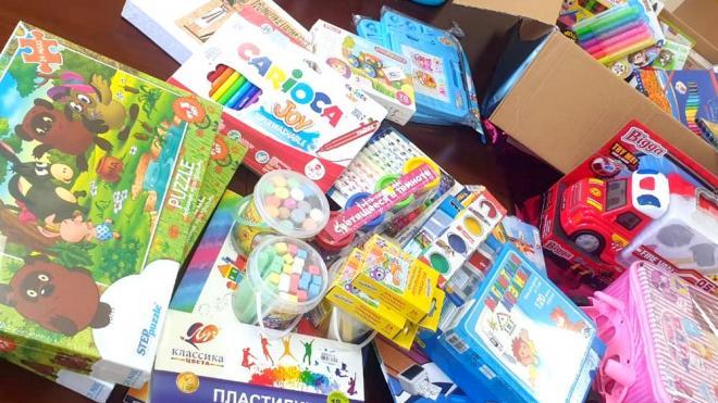 Маленьким пациентам Центра Алмазова дарят подарки за их храбрость