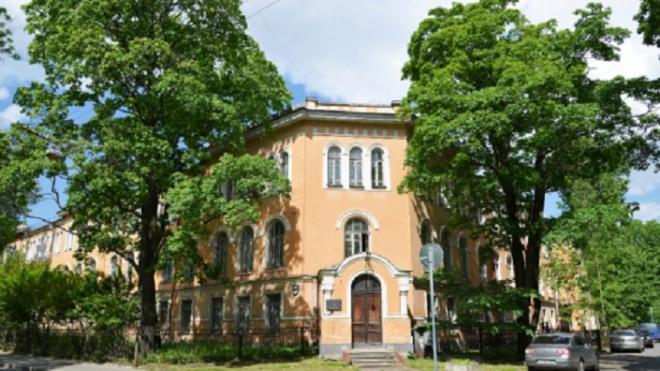 В Петербурге на дезинфекцию закрыли дневной стационар онкоцентра на Березовой