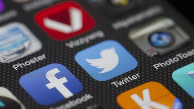 Петербургские чиновники должны будут публиковать не менее 1 поста в неделю в соцсетях