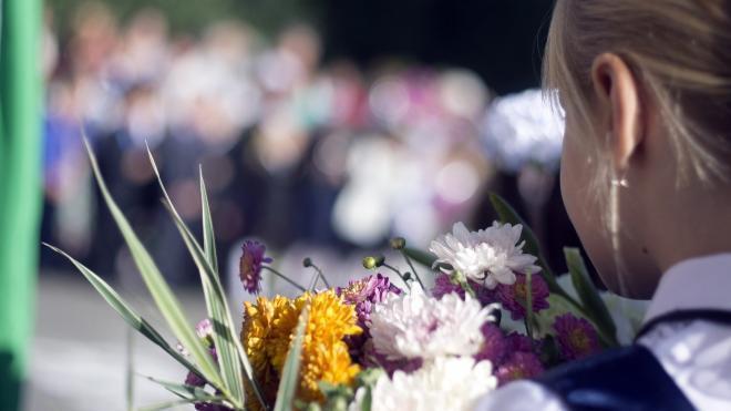 Смольный разрешил провести 1 сентября праздничные линейки для первоклассников и выпускников школ