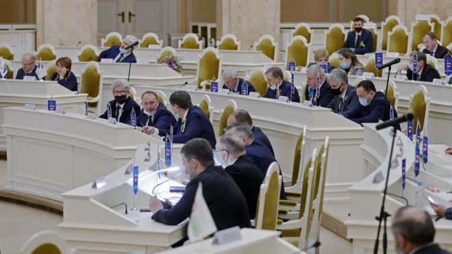 В ЗакСобрании Петербурга рассмотрят законопроект о помощи самозанятым