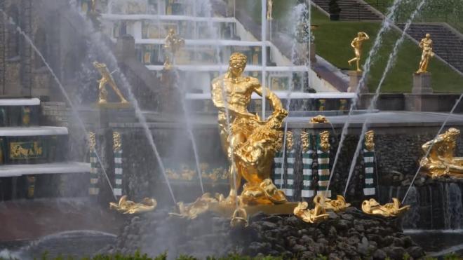 Смольный назвал средние расходы туристов в Петербурге
