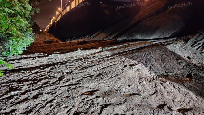 У Гореловского путепровода устранили размыв песка
