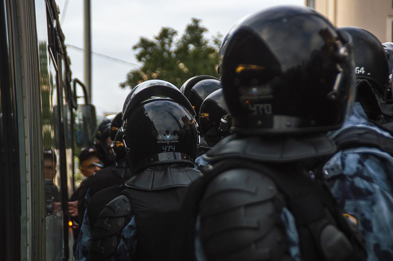 Белорусские силовики допустили применение боевого оружия против протестующих