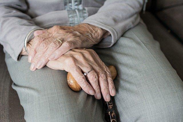 Петербургские долгожители получат единовременные выплаты к юбилею